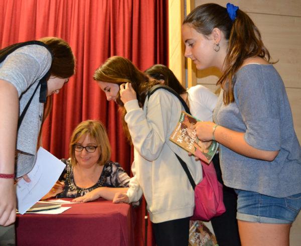 Gemma Pasqual amb alumnes de 3r d'ESO Escola Joan Pelegrí